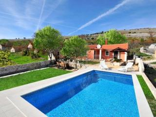 Small house with pool - Trogir vacation rentals
