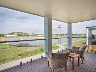 Airconditioned Waterfront Modern Holiday House - North Mackay vacation rentals