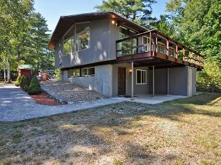 Updated 4 BR-Walk to Cranmore! 2 Living Rooms, Cozy Fire Place, Cable & WiFi! - North Conway vacation rentals