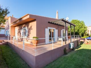 4 Bed, 2 Bath, Sleeps 8. Central location, Quiet - Luz vacation rentals