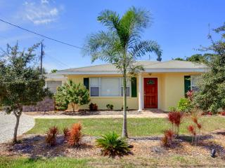 Poco Place, 2 Bedrooms, WiFi, 2 Blocks to Beach, Sleeps 8 - Nokomis vacation rentals