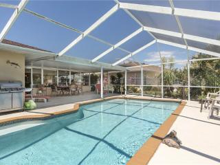 Lakeside House, 4 Bedrooms, Private Heated Pool, HDTV, WiFi, Sleeps 8 - Venice vacation rentals