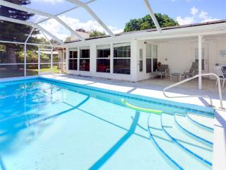 Parkdale Home, 4 bedrooms, Private Heated Pool, HDTV, WiFi, Sleeps 12 - Venice vacation rentals