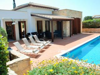 Lovely 3 bedroom Villa in Kouklia with Internet Access - Kouklia vacation rentals