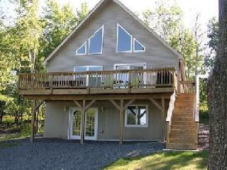 Cozy Chalet with Internet Access and A/C - Lake Ariel vacation rentals