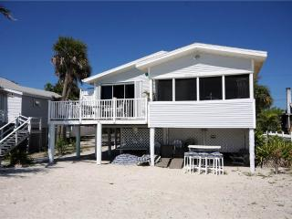 Beach House, 3 Bedrooms, Gulf Front Cottage, WiFi, Sleeps 6 - Fort Myers Beach vacation rentals