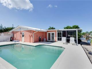 Sunset Soiree, 3 Bedrooms, Walk to Gulf, Pool, WiFi, Sleeps 6 - Fort Myers Beach vacation rentals