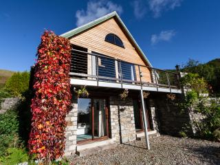Bright Cottage with Internet Access and Satellite Or Cable TV - Craobh Haven vacation rentals