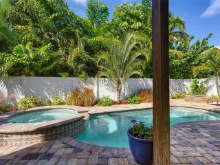 Sea la Vie, 3 Bedrooms, Bay Views, Heated Pool, Hot Tub, Sleeps 8 - Fort Myers Beach vacation rentals