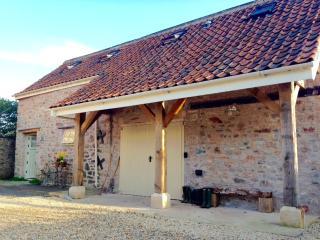 Gorgeous Coach House, Nr Wells in idyllic village . Walk to fab pub. - Dinder vacation rentals