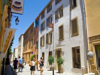 Hostalet - Chambre double mansardée - Argeles-sur-Mer vacation rentals