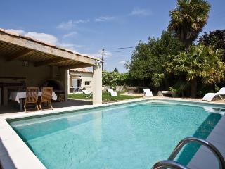 Mas Provençal 180 m² / 8 personnes - Charleval vacation rentals