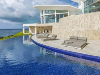 Delightful 4 Bedroom Villa in Blackgarden Bay - Crocus Hill vacation rentals