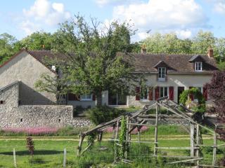 """Ferme de Bellevue - Suite Familiale """"Va-Nu-Pied"""" - Landes-le-Gaulois vacation rentals"""