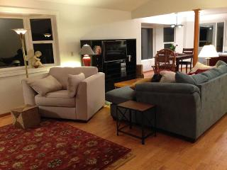 Modern Woodsy Cottage 10 min from downtown Portlan - Portland vacation rentals