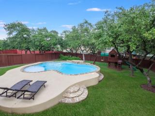 5 Bedrooms With a Pool and Large Kitchen - San Antonio vacation rentals