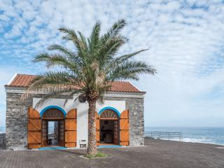 Cozy House with Internet Access and Shared Outdoor Pool - Porto Moniz vacation rentals