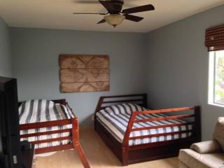 2 bedroom Condo with Internet Access in Costa Mesa - Costa Mesa vacation rentals