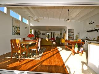 Bright 4 bedroom House in Currarong - Currarong vacation rentals
