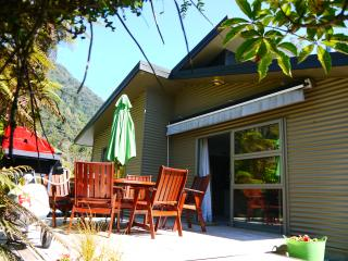 Franz Josef Treetops Holiday House -near hot pools - Franz Josef vacation rentals