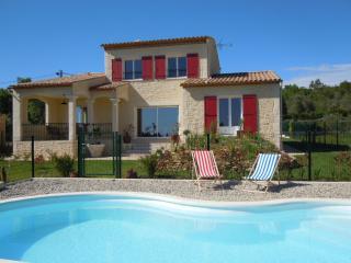 Villa + piscine, sud de la France Provence / Gard - Saint-Quentin-la-Poterie vacation rentals