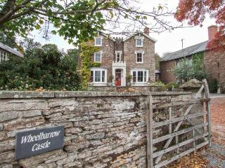WHEEL BARROW CASTLE, detached, pet-friendly, enclosed garden, woodburning stove, WiFi, Leominster, Ref 904281 - Leominster vacation rentals