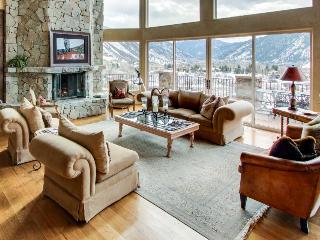 Stunning home w/ hot tub & panoramic mountain views! - Aspen vacation rentals