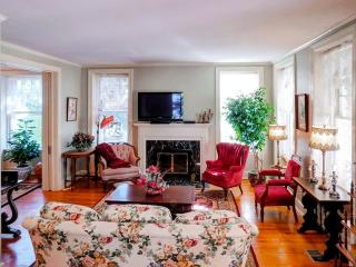 4BR Historic Stone Home - Perfect Home Base for your next trip to Kansas City! - Sleeps 11 Family & Friends - Independence vacation rentals