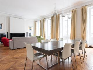 Nice Condo with Internet Access and Dishwasher - Paris vacation rentals