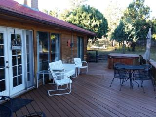 'Deer Country Cabin' - 3BR Alto Cabin w/Hot Tub & WiFi - Near Ski Area & Ruidoso - Alto vacation rentals