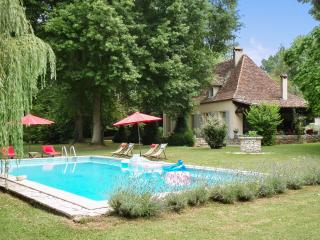 House with pool, park, and river - Bergerac vacation rentals