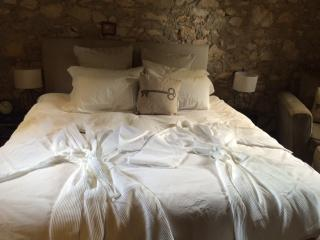 Romantic 1 bedroom Stirling Cottage with Internet Access - Stirling vacation rentals