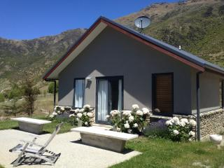 Lovely 1 bedroom Queenstown Cottage with Internet Access - Queenstown vacation rentals