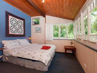 Private rainforest cottage 40mins from the city - Mount Glorious vacation rentals