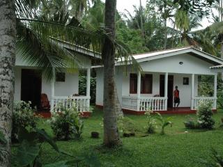 Bungalows N° 2 - Vue sur Jardin - - Hikkaduwa vacation rentals