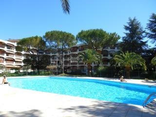 "Appartement ""Le Balcon des Mimosas"" - Mandelieu La Napoule vacation rentals"
