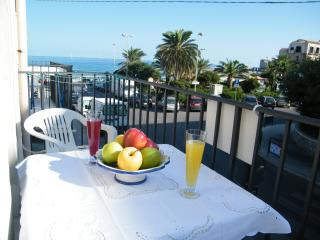 Colombo confortable studio and sea view - Cefalu vacation rentals