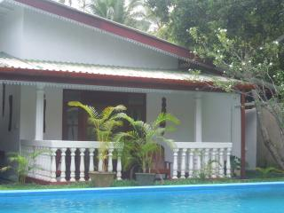 Chambre N° 5 -  Vue sur Piscine - Acces direct - - Hikkaduwa vacation rentals