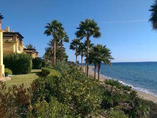 GRAND FRONT LINE LOCATION – HEATED POOL - RIO REAL - Marbella vacation rentals