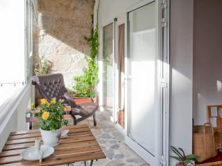 Lovely Condo with Internet Access and Balcony - Porto vacation rentals