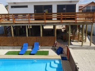 Casa con piscina accesos silla ruedas sala juegos - Guanaqueros vacation rentals