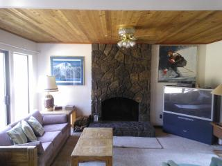 Nice House with Deck and Dishwasher - Sunriver vacation rentals