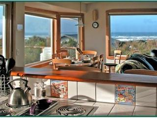 "UNBELIEVABLE! HTub-Sea Vu-CompWine-50""TV-Wd Fpl - Waldport vacation rentals"