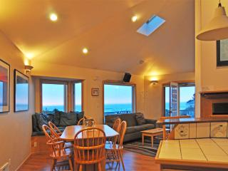 "WINTER SPECIAL! HTub-Sea Vu-Comp Wine-50"" Smart TV - Waldport vacation rentals"