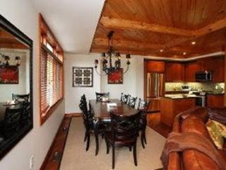 Stylish 3 bedroom chalet overlooking the mountains - Blue Mountains vacation rentals