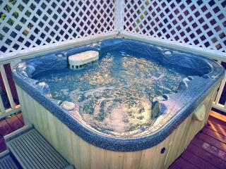 "115 Reviews! Hot Tub, Amazing Beach,55"" TV,4 Bikes - Haleiwa vacation rentals"