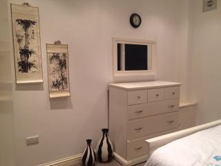 Two Bedroom Apartment In Kensington - London vacation rentals