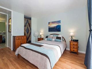 Newly Renovated Mountain View Condo Walk to Beaches, Dining, and Shopping - Honolulu vacation rentals