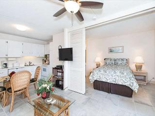 End Unit Royal Kuhio Condo Free Parking, Full Kitchen, And Great Amenities - Honolulu vacation rentals