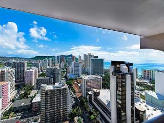 Sweeping Views From This Beautiful Royal Kuhio Condo By Beaches, Free Parking - Honolulu vacation rentals